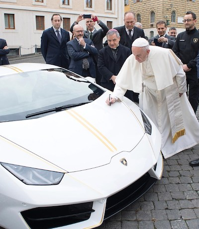 Pope Francis Huracan HLA06894